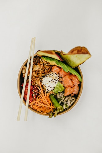 Poke bowl: cos'è e come si prepara