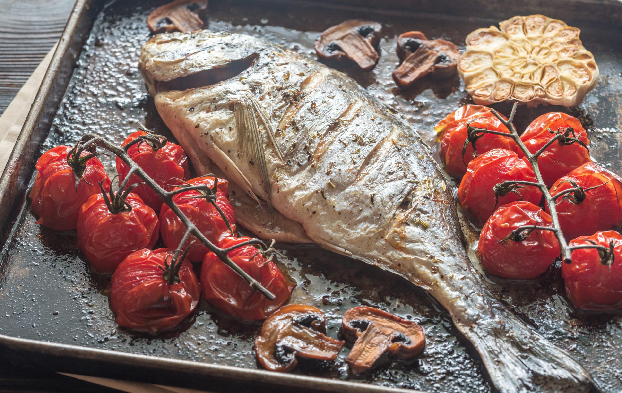 Orata con senape, pomodorini e olive
